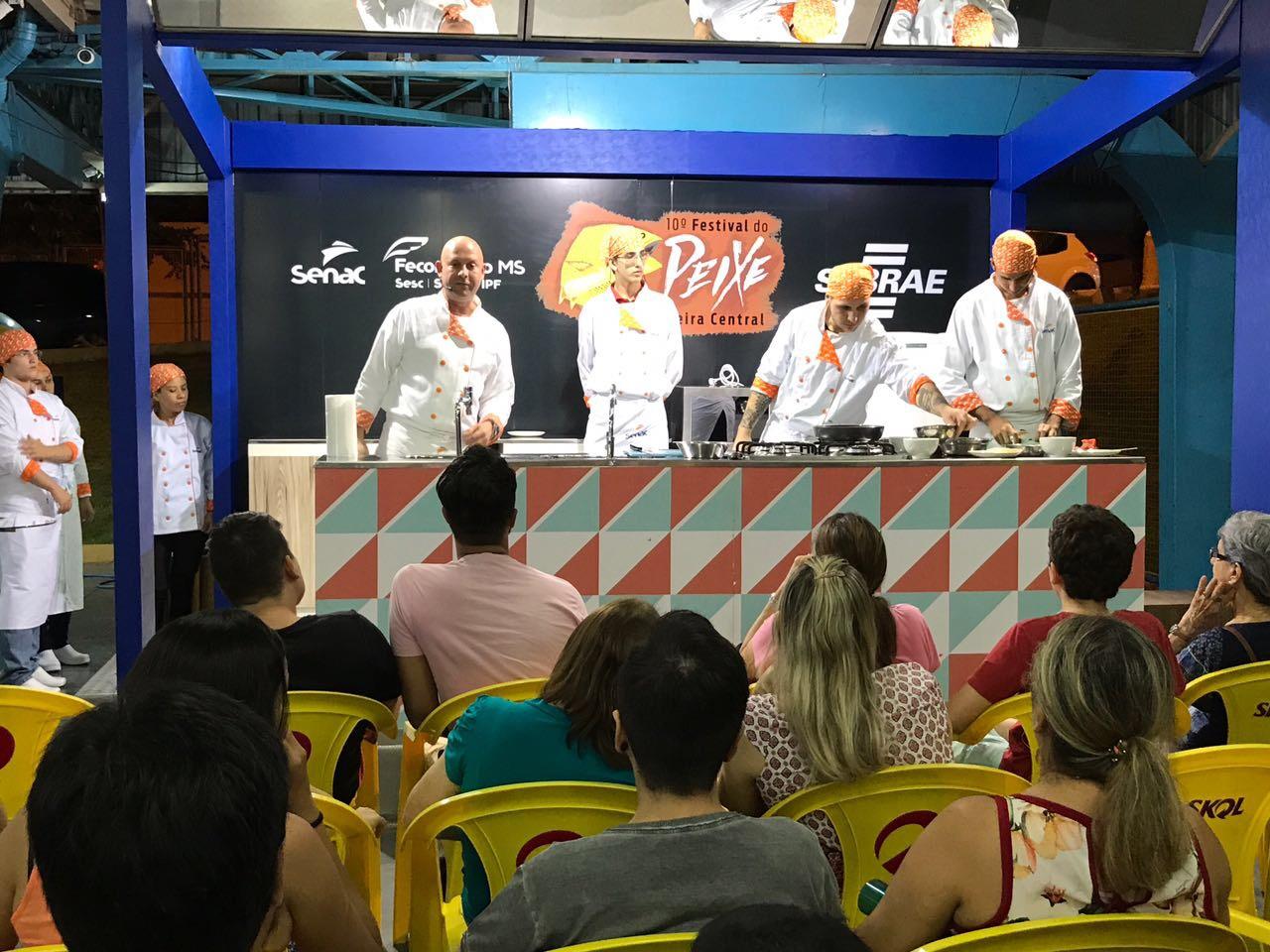 Pratos típicos à base de peixe foram ensinados em oficinas do Senac durante Festival do Peixe.