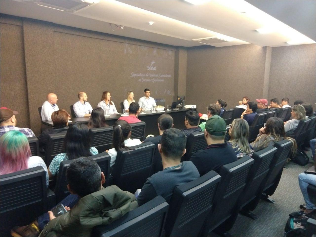 Senac Turismo e Gastronomia sedia palestra sobre a economia no século XXI